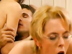 Три развратные секретарши готовы сексуально удовлетворять босса