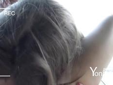 Молодая лесбиянка даёт подружке отлизать киску и снимает порно