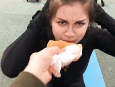 Тренер отымел сисястую русскую шатенку в бритую пизду и кончил в рот
