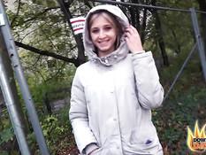 Мужик отымел в заброшенной многоэтажке молодую украинскую блондинку